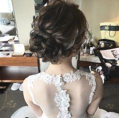 プレ花嫁必見!一段とあか抜けた花嫁に!おしゃれ花嫁のためのお勧めブライダルヘアとヘアメイクアーティストさんのご紹介! | マキアオンライン(MAQUIA ONLINE) Wedding Hair And Makeup, Hair Makeup, Bride Hairstyles, Getting Married, Bridal, Wedding Dresses, Hair Styles, Japan, Fashion