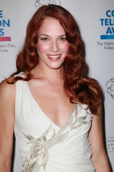 Amanda Righetti Long Curls - Amanda showed off her bright red hair while at the College Television Awards. Red Haired Actresses, Amanda Righetti, Bright Red Hair, Long Curls, Beautiful Celebrities, Beautiful Women, Aging Gracefully, Celebrity Photos, American Actress
