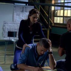 Series Movies, Tv Series, Prison Break 3, Broken Movie, Wentworth Miller Prison Break, Michael And Sara, Broken Pictures, Sarah Wayne Callies, Michael Scofield