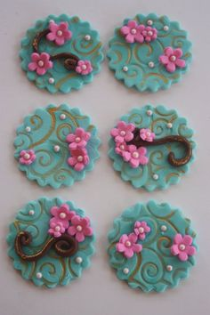 Items similar to 12 Fondant cupcake toppers--flowers and swirls on Etsy Deco Cupcake, Fondant Cupcake Toppers, Cupcake Frosting, Cake Icing, Cupcake Cookies, Cupcake Ideas, Cute Cupcakes, Wedding Cupcakes, Fondant Butterfly