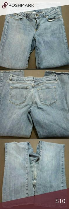 "SONOMA WOMEN'S SIZE 6 BOOTCUT JEANS GUC SONOMA WOMEN'S SIZE 6 BOOTCUT JEANS GUC  This is a great condition pair of jeans from Sonoma! They are a women's size 6 in a boot cut style. These are a light to medium wash denim. Laying flat the waist measures 16"" and the inseam measures 30"". They are pre-owned and some signs of use should be expected.? Sonoma Jeans Boot Cut"