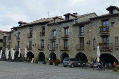 Plaza Mayor de Aínsa, una de las plazas medievales más bellas de España