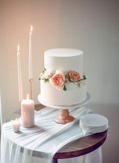 Two tier wedding cake   Photography: Samantha Kirk