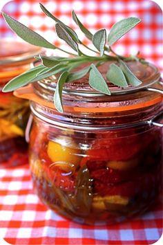 légumes d'été à l'huile d'olive Vegetable Side Dishes, Vegetable Recipes, Olives, Marinade Sauce, Vegetable Seasoning, Canning Jars, Fresh Vegetables, Side Dish Recipes, Vinaigrette