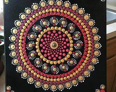 This is a (approximately canvas. Painting are all in dots. Dot Art Painting, Mandala Painting, Painting Patterns, Mandala Pattern, Mandala Design, Christmas Mandala, Mandala Art Lesson, Tree Of Life Art, Mandala Rocks