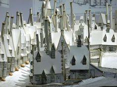 Hogsmeade – Pappmodell für die Filmkulisse, aufgenommen in den Warner Bros. Studios Leavesden. Hogsmeade als einziger Ort in ganz Großbritannien, in dem ausschließlich Hexen und Zauberer leben. Aufgenommen: Frühjahr 2013.