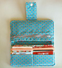 Love this homemade wallet! Post contains link to free tutorial.