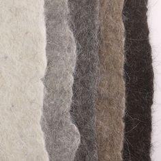 Gevilte voorbeelden van het Sirri kaardvlies wol van Faroër schapen.