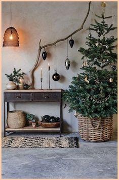 Small Christmas Trees, Beautiful Christmas Trees, Noel Christmas, Simple Christmas, Christmas Crafts, Scandinavian Christmas Trees, Natural Christmas Tree, Christmas Wreaths, Christmas Cookies