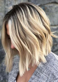 See here another great style of rooted blonde balayage haircut to create in year This is one of the hairstyles which is loved and adored by many of the women. In this style you have to leave you Dark Roots Blonde Hair Balayage, Blonde Hair With Roots, Short Balayage, Styles Bob, Short Hair Styles, Petite Blonde, Estilo Cool, Color Rubio, Brown Ombre Hair