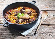 Πιλάφι τρικολόρε (Κοτόπουλο με λαχανικά και ρύζι) Food Categories, Mediterranean Recipes, Greek Recipes, Paella, Food Porn, Dishes, Chicken, Meat