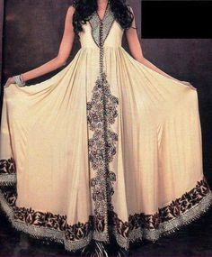 desi clothes from pakistan Pakistan's Fashion Botiques desi clothes from pakistan Dress Design Collections Tattoo Wedding Dress, Asian Wedding Dress, Wedding Dress Styles, Pakistani Couture, Pakistani Outfits, Indian Outfits, Party Kleidung, Desi Clothes, Indian Clothes
