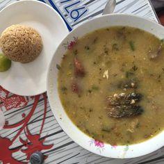Sancocho de Pescado con arroz con coco.