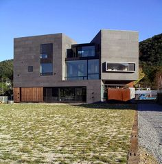 West elevation of the house as seen from the river side.  http://www.hjlstudio.com/suip-777-residence