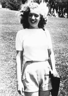 """"""" Marilyn Monroe, c. 1946. """""""