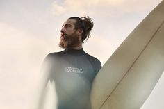 Discover the salt water and sun exposed look of surfer hair for men. Explore 50 beach inspired men's hairstyles with cool cuts as close to the perfect wave. Surfer Hair, Beard Styles, Hair Styles, Routine, Pin Man, Lunch Boxe, Sexy Beard, Photo Awards, Romance