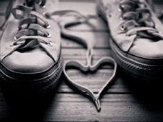 Converse Shoes with love wallpaper - OnlyBackgroundOnlyBackground Love Photos, Love Pictures, Emo Wallpaper, Heart Wallpaper, Romantic Love Stories, Lace Heart, Heart Art, Finding True Love, Amai
