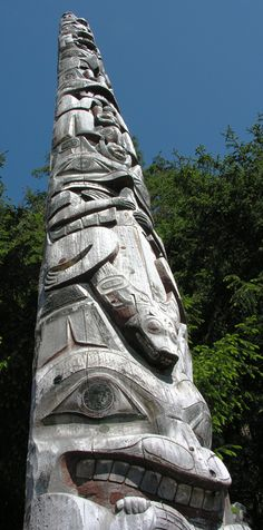 Totem Native American Totem Poles, Le Totem, Sculpter, Haida Art, Power Animal, Tlingit, Indigenous Art, Art Themes, Wood Carvings