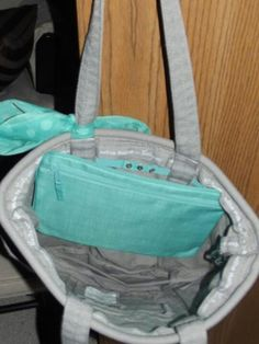 pocket-a-tote fits inside the retro metro bag! I'm loving the turquoise and grey together! Thirty One Hostess, Thirty One Bags, Thirty One Gifts, Retro Metro Bag, Thirty One Organization, 31 Party, Thirty One Consultant, 31 Gifts, 31 Bags