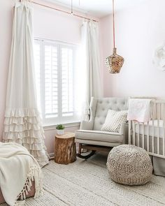 There's something to be said about such an effortlessly chic and comfy nursery by @maisondepax. And that's LOVE IT!! Double tap if you adore this darling space too! July 17 2017 at 12:53PM