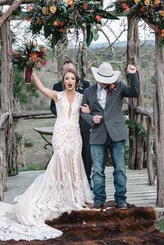 40 Astonishing Country Wedding Ideas That Are In Trend wedding design, wedding d. 40 Astonishing Country Wedding Ideas That Are In Trend wedding design, wedding decor, country wedding. Elegant Wedding, Perfect Wedding, Dream Wedding, Wedding Day, Budget Wedding, Wedding Planning, Wedding Punch, Eclectic Wedding, Wedding Advice