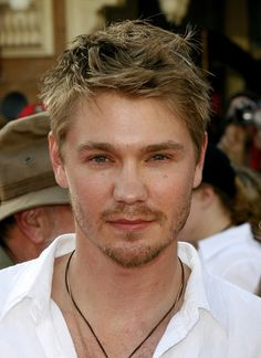 Looking for Chad Michael Murray hairstyles? Mens Haircuts Messy, Young Men Haircuts, Young Mens Hairstyles, Mens Modern Hairstyles, Top Hairstyles, Hairstyle Short, Chad Michael Murray, Short Choppy Hair, Short Hair Cuts