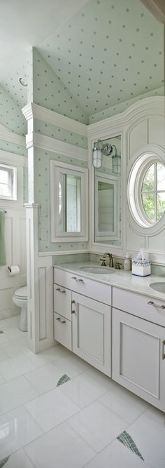 Gorgeous bathroom, l charisma design Wallpaper Accent Wall Bathroom, Polka Dot Walls, Polka Dots, Beautiful Bathrooms, Small Bathroom, White Bathroom, Decoration, Sweet Home, New Homes