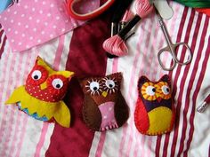 Links to three different little owl patterns.
