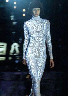 Neopixel inspiration- Gisele Bündchen at Givenchy under Alexander McQueen | FW 1999