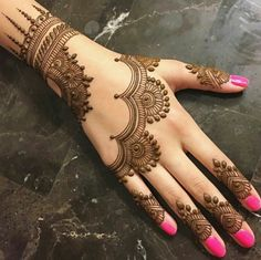 Mehndi henna designs are always searchable by Pakistani women and girls. Women, girls and also kids apply henna on their hands, feet and also on neck to look more gorgeous and traditional. Henna Hand Designs, Mehndi Designs Finger, Simple Arabic Mehndi Designs, Mehndi Designs For Beginners, Mehndi Designs For Fingers, Beautiful Mehndi Design, Henna Tattoo Designs, Simple Henna, Mehendi Simple