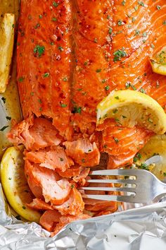 Honey Garlic Salmon made with salmon fillet and honey garlic marinade. This recipe takes only 10 mins active time and five key ingredients. Pan Fried Salmon, Salmon Pasta, Salmon Dinner, Baked Salmon, Healthy Meal Prep, Healthy Cooking, Cooking Recipes, Healthy Recipes, Healthy Eating