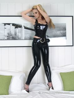 Sexy Latex, Latex Fashion, White Girls, Photo Galleries, Leather Pants, Girls Dresses, The Incredibles, Leggings, Model
