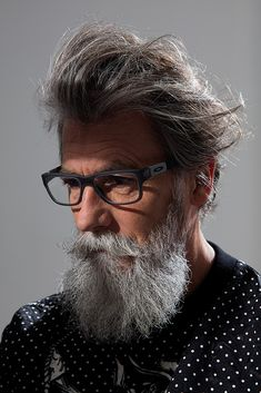 Silver model management is an international model agency based in Paris, representing top models over 40 years old for fashion, advertising, editorial and film Older Mens Fashion, Old Man Fashion, Men's Fashion, Mens Hairstyles With Beard, Haircuts For Men, Men's Haircuts, Hairstyle Men, Moustache, Beard No Mustache