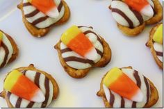Autumn Hugs: A darling simple fall treat. If use Reese's pieces instead of candy corn though.