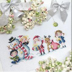 Xmas Cross Stitch, Cross Stitch Charts, Cross Stitch Designs, Cross Stitching, Halloween Embroidery, Diy Embroidery, Cross Stitch Embroidery, Christmas Tree Pattern, Christmas Cross
