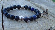 Náramek se stříbrným přívěškem ženy – jogínky, s černými lávovými korálky, stříbrnými mezidíly a se dvěma temně modrými sodalitovými korálky.  Velikost cca 18 cm. Navlečeno na elastickém provázku (elastomeru). Beaded Bracelets, Jewelry, Jewlery, Jewerly, Pearl Bracelets, Schmuck, Jewels, Jewelery, Fine Jewelry