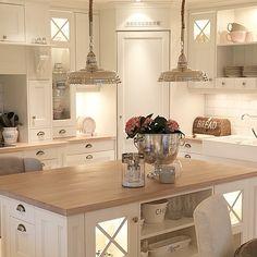 39 ideas for kitchen corner pantry layout islands Kitchen Pantry Design, Kitchen Layout, Home Decor Kitchen, Interior Design Kitchen, New Kitchen, Home Kitchens, Kitchen Organization, Organization Ideas, Corner Pantry