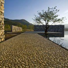 Casa celebra a água e a cultura local