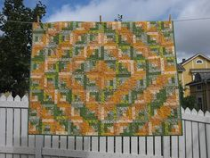 Pretyt colors. Green and Orange Log Cabin by hedgehogquilts, via Flickr