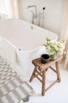 15 Amazing Farmhouse Master Bathroom Remodel Ideas