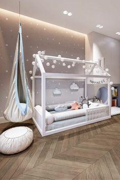 cabane lit en bois blanc, chambre montessori, parquet encastrable en couleur taupe , murs en couleur taupe avec des spots lumineux qui ressemblent a des étoiles, pour tabouret marocain en simili cuir blanc