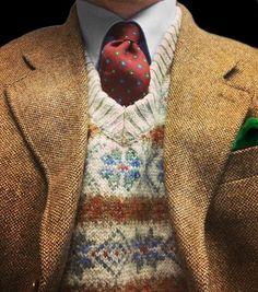 Light brown tweed jacket, light blue shirt, red tie with medallions, beige fair isle vest Der Gentleman, Gentleman Style, Green Pocket Square, Pocket Squares, Look Fashion, Mens Fashion, Urban Fashion, Blue Long Sleeve Shirt, Looks Style