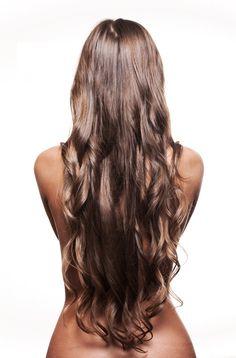 Si quieres que tu cabello crezca más rápido, ya que fuiste a la estética y te lo cortaron muy chiquito, o que simplemente quieras tener el cabello más largo, este tip te va a encantar. Aquí te recomendamos 8 alimentos que incrementan la velocidad de crecimiento de tu cabello, avalados por la Escuela de Medicina de Harvard y de Yale.