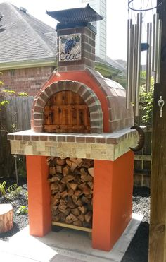 This Italian is showing his fellow Texans how they do wood-fired pizza.. Old Country Style!  This outdoor pizza oven was built using the Mattone Barile Grande foam DIY Pizza Oven form.  BrickWoodOvens.com