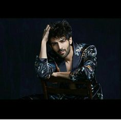 Hottie Kartik Aaryan is all set to turn a show stopper for ace designer Manish Malhotra once again. Kartik had walked the ramp for Malhotra in March th Bollywood Couples, Bollywood Stars, Indian Bollywood, Indian Celebrities, Bollywood Celebrities, Handsome Male Models, Handsome Guys, Indian Photoshoot, Photo Poses For Boy