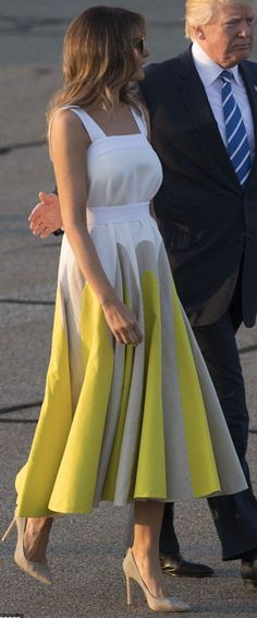 FLOTUS #Melania Trump on August 20, 2017. ♡ Donald And Melania Trump, First Lady Melania Trump, Melina Trump, Trump One, August 20, Poses, United States, Beauty, Dresses