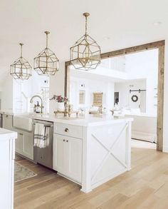 This kind of metal home decor requires you to choose an item that plays up the polish with metals that are highly glossy. New Kitchen, Kitchen Decor, Gold Kitchen, Kitchen Island, Kitchen Ideas, Kitchen Runner, Home Decor Items, Home Decor Accessories, Beach House Kitchens