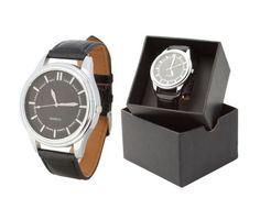 Luxusné pánske strieborné hodinky v okrúhlom tvare s čiernym remienkom. Tieto nádherné analógové hodinky pre pánov majú moderný štvorcový vzhľad a remienok s imitácie kože. Dodávané v darčekovej krabičke. Potešte seba alebo svojich blízkych krásnymi hodinkami. Tieto moderné analógové hodinky Vás uchvátia svojim nádherným a elegantným vzhľadom. Watches, Leather, Accessories, Tag Watches, Clocks, Ornament
