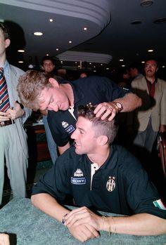 Didier Deschamps et Alessandro Del Piero (Juventus Turin) Juventus Fc, Turin, Football, Couple Photos, Grande, Gorgeous Lady, Past Tense, Didier Deschamps, Soccer