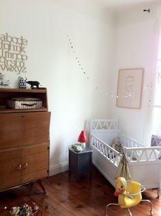 secrétaire en guise de meuble. niño et jane - chambre d'enfants rétro.